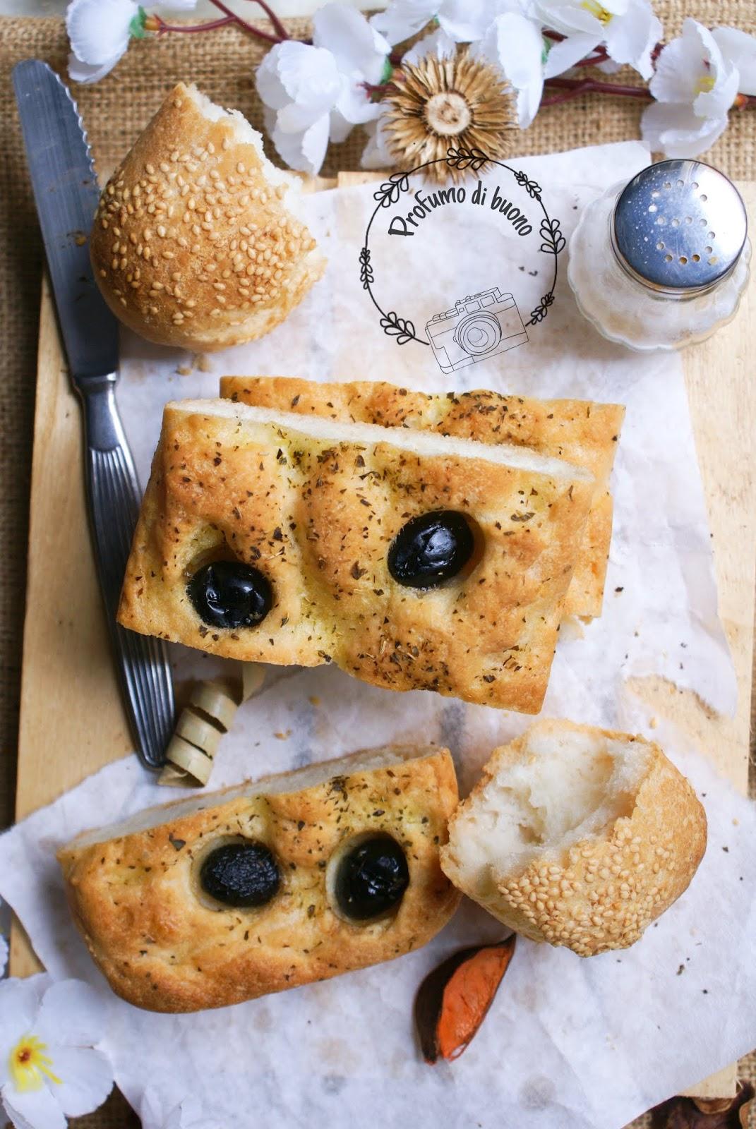 Impasto con Nutrifree pane per focaccia bianca con olive nere e origano