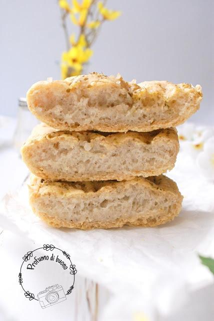 Focaccia bianca senza glutine con farine naturali condita con origano e sale grosso