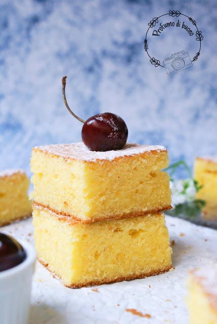 Torta all'arancia portoghese senza glutine con zucchero a velo