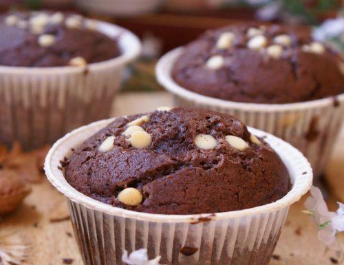 Muffin al cacao senza glutine con cioccolato bianco