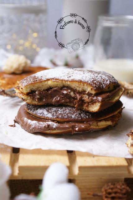 Dorayaki senza glutine con farine naturali ripieni di nutella e ricoperti di zucchero a velo