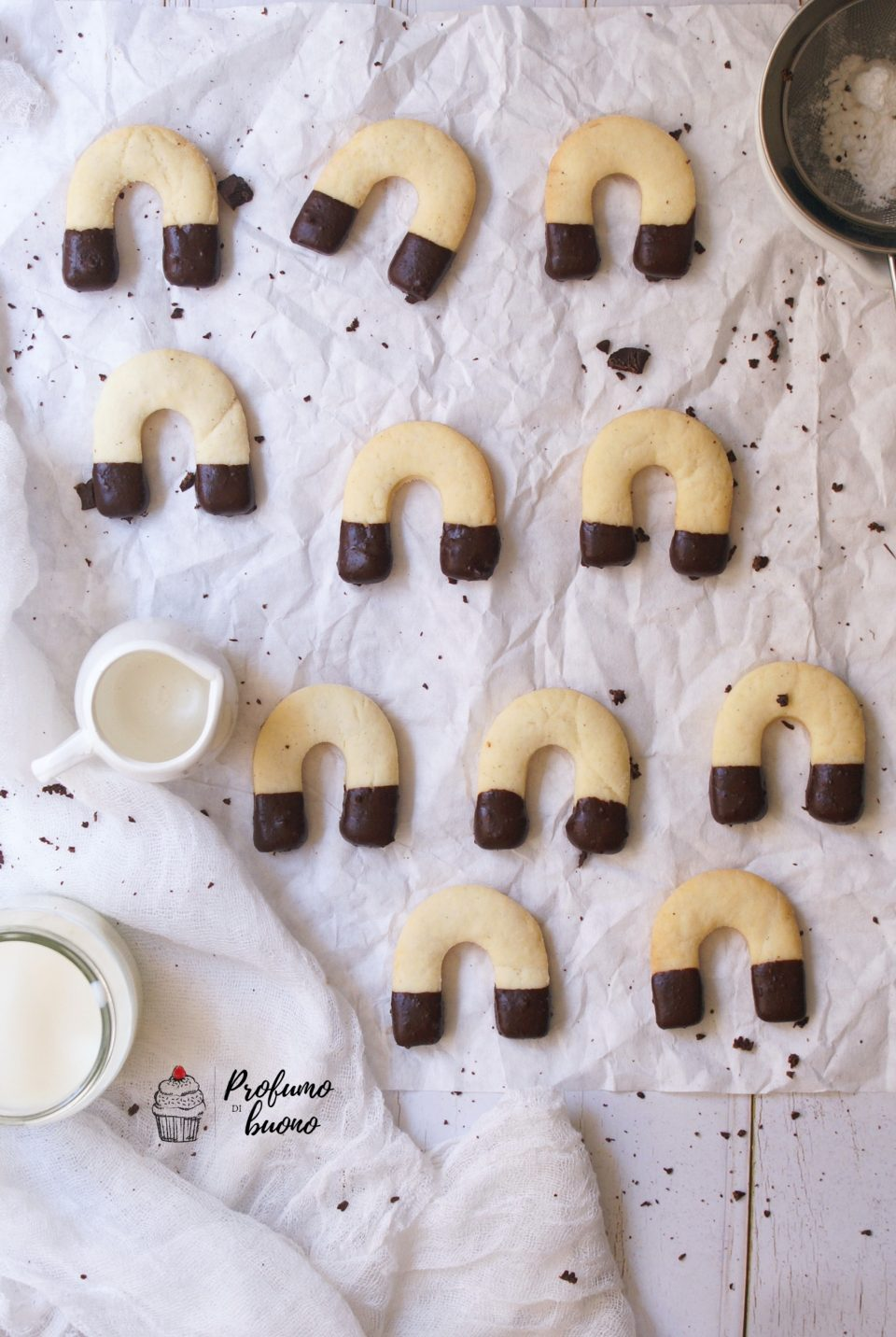 Gluten free horseshoes cookies with chocolate tips