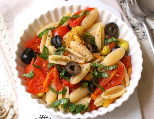 Gnocchetti sardi con pomodorini, fiori di zucca e olive