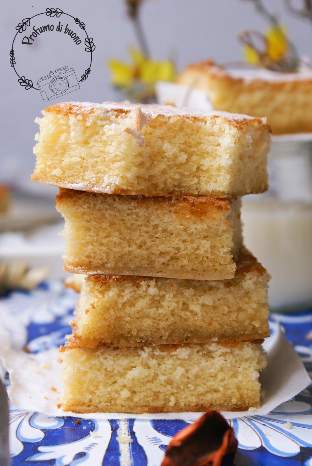 Torta al latte caldo senza glutine con zucchero a velo