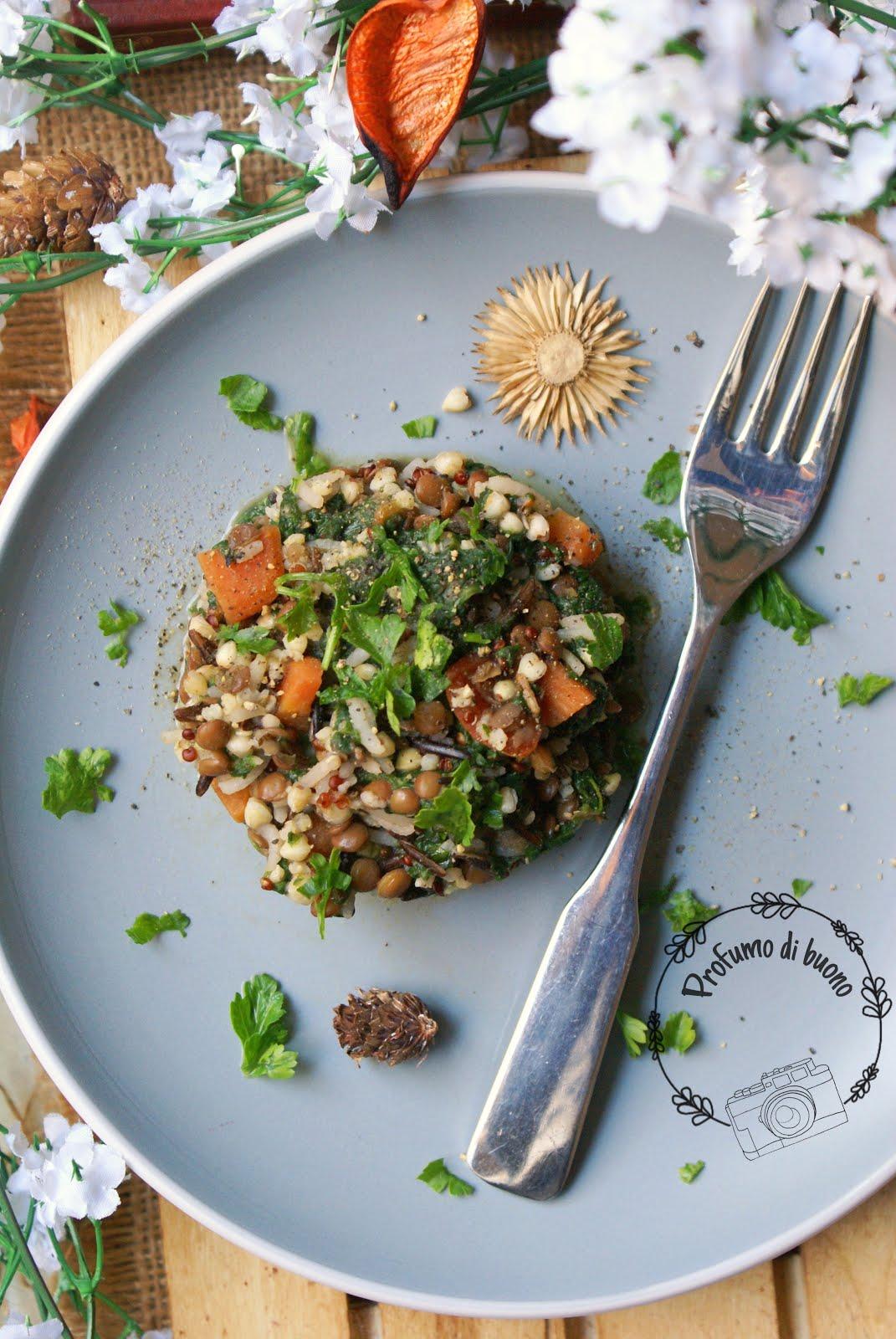 Insalata tiepida di cereali, lenticchie e spinaci