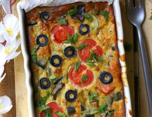 Frittata al forno mediterranea con pomodori e olive