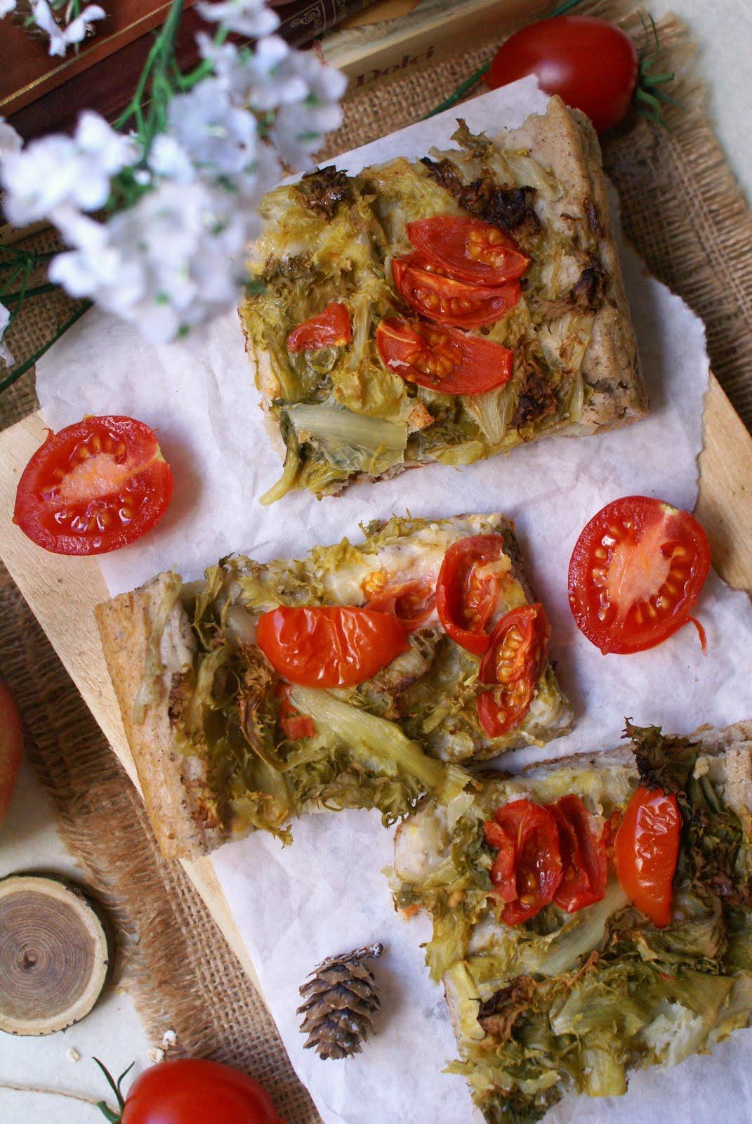 Focaccia messinese senza glutine con scarola e pomodorini