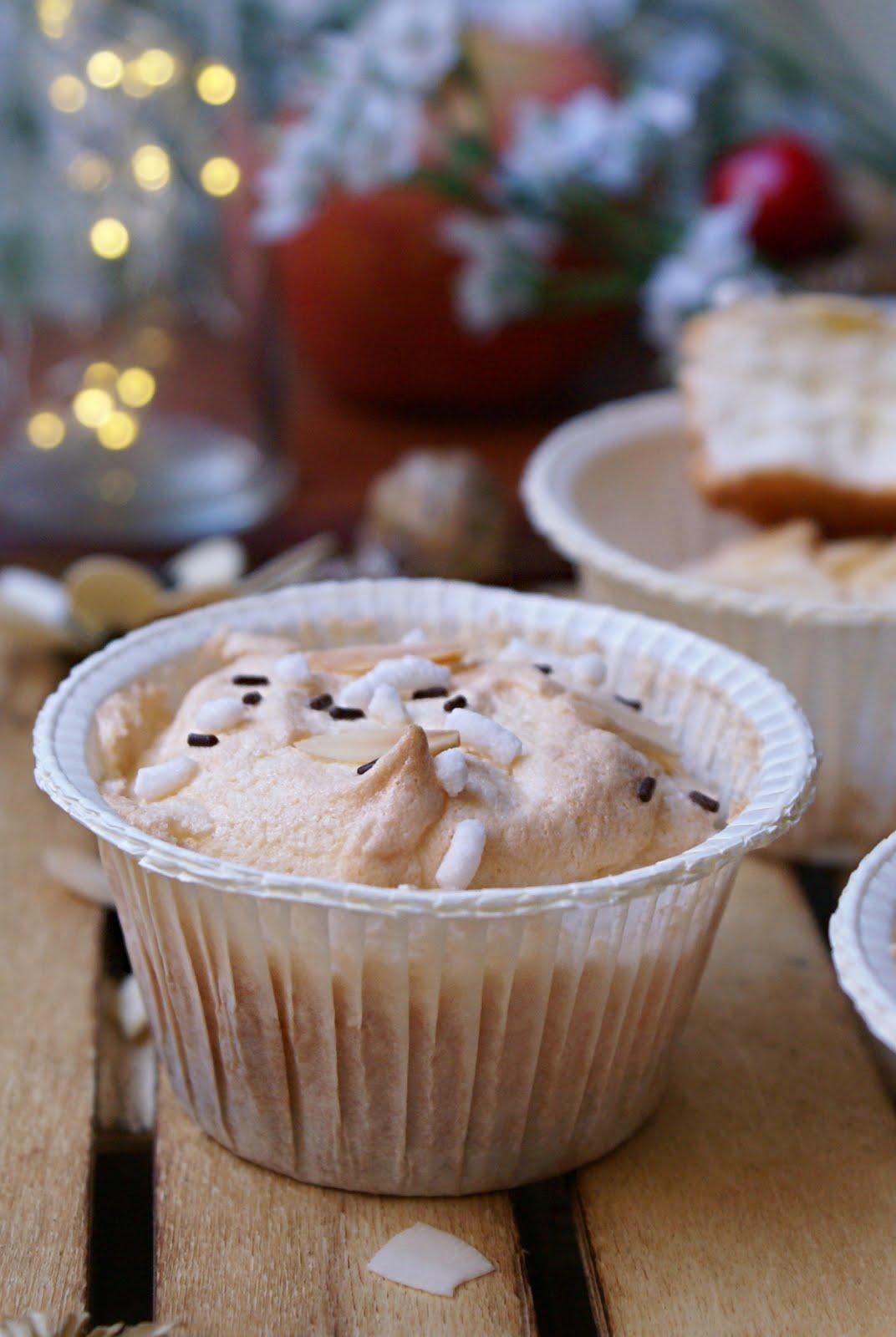 Pastine degli angeli senza glutine con granella di zucchero e scaglie di cioccolato