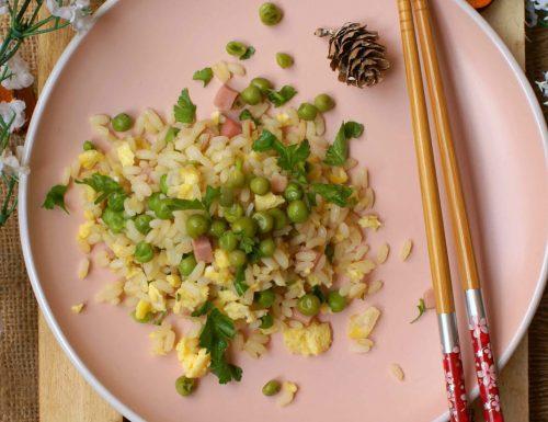 """Riso """"alla cantonese"""" con piselli, prosciutto e uova"""