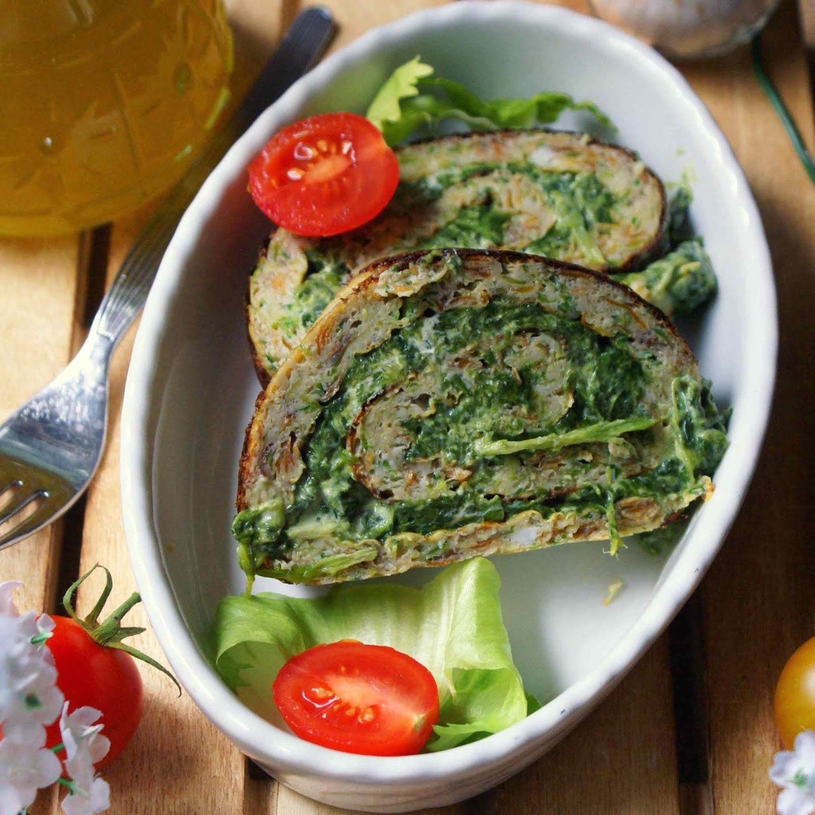 Rotolo di frittata verde farcito con formaggio quark e spinaci