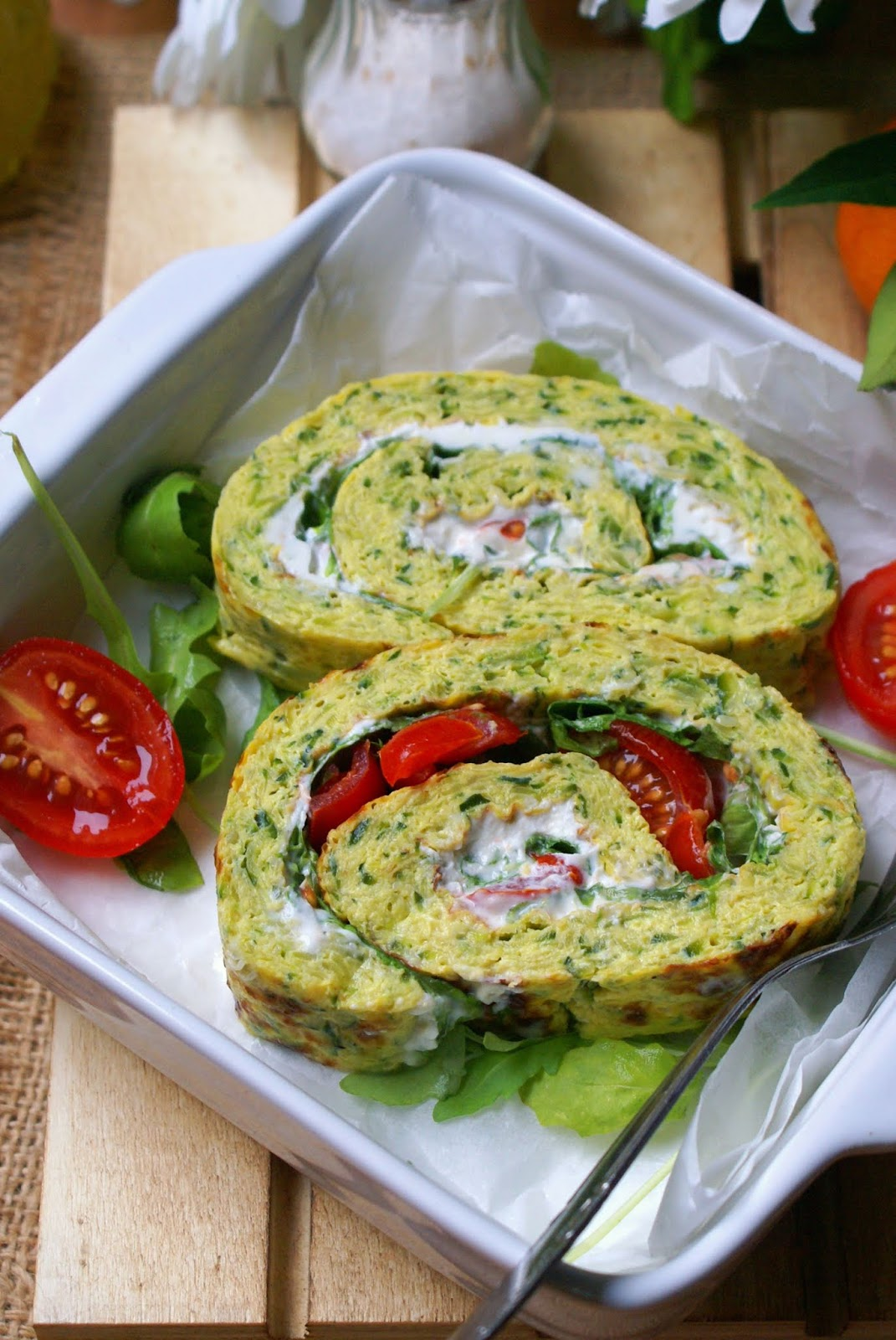 Cream cheese and tomatoes frittata roll