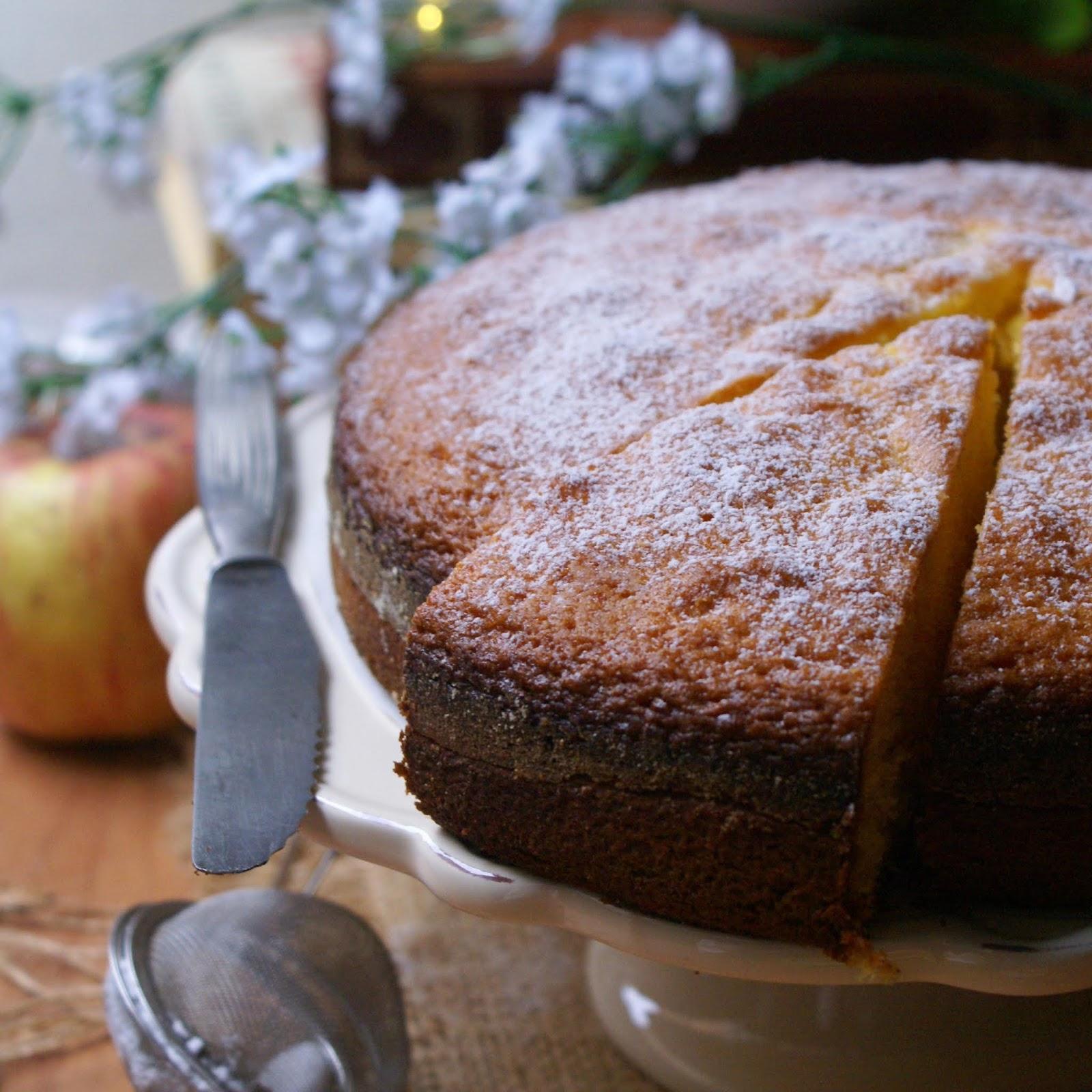 Torta sette vasetti senza glutine con zucchero a velo