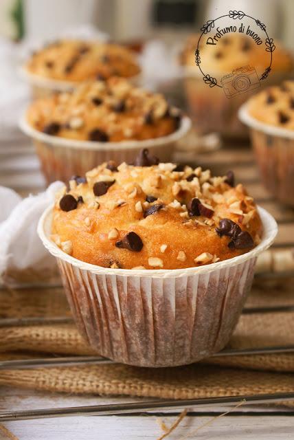 Muffin senza glutine yogurt e cioccolato con granella di nocciole