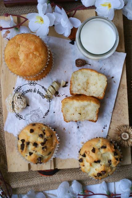 Muffin vegan senza glutine semplici e con gocce di cioccolato