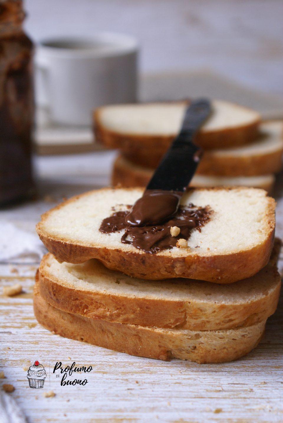 Pan Brioche senza glutine con water roux e granella di zucchero in superficie