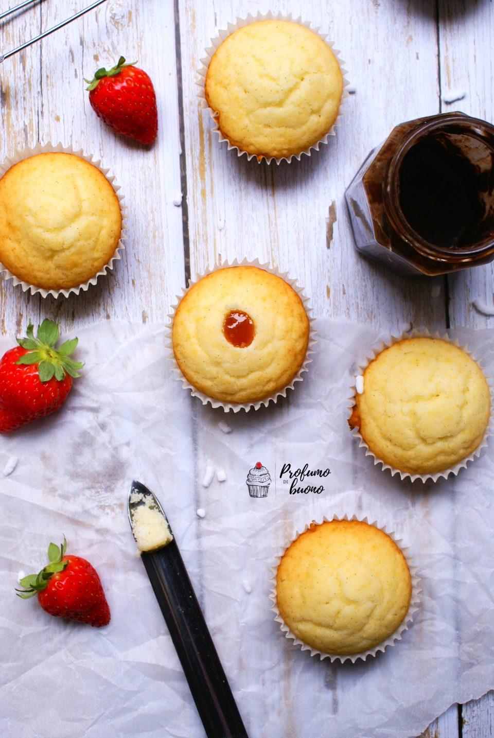 Magdalenas, muffin spagnoli senza glutine ripieni di marmellata di albicocche