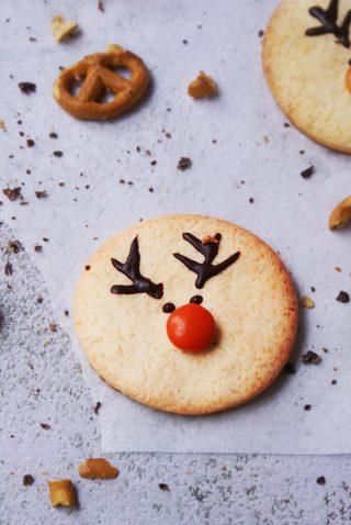 Biscotti di Natale senza glutine a forma di renna con cioccolato