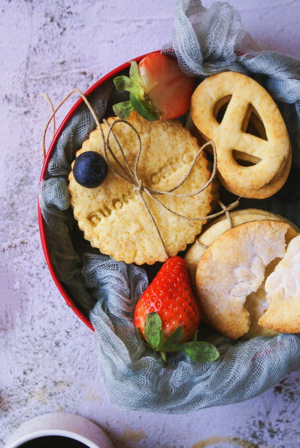 Biscotti al limone senza glutine per la colazione