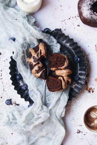 Ciambelline senza glutine al cacao con cioccolato al latte