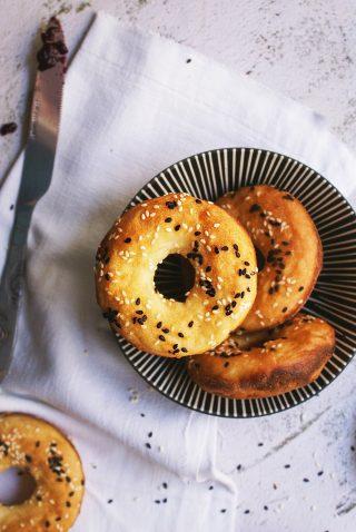 Pane senza glutine e senza lievito con semi di sesamo
