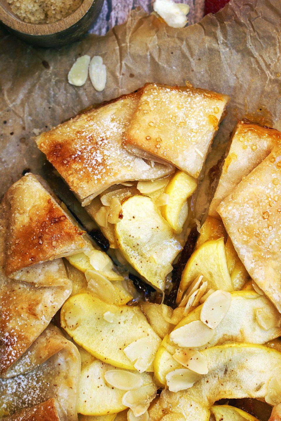 torta di pasta sfoglia mele e marmellata