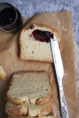 Irish soda bread senza glutine con formaggio spalmabile e marmellata