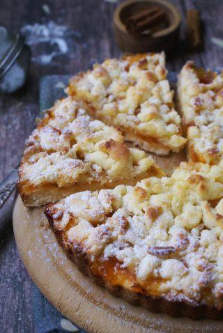 Sbriciolata senza glutine con marmellata di albicocche e mandorle