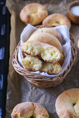 Taralli dolci senza glutine con lo zucchero