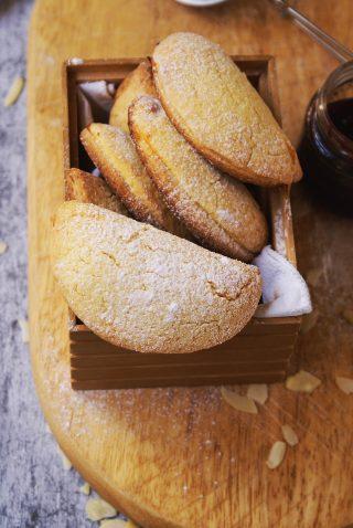 Biscotti ripieni alla crema