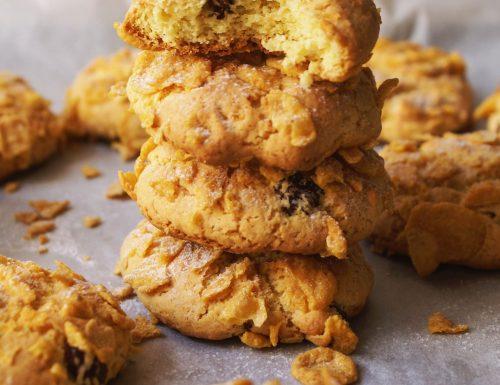 Biscotti con i corn flakes e uvetta