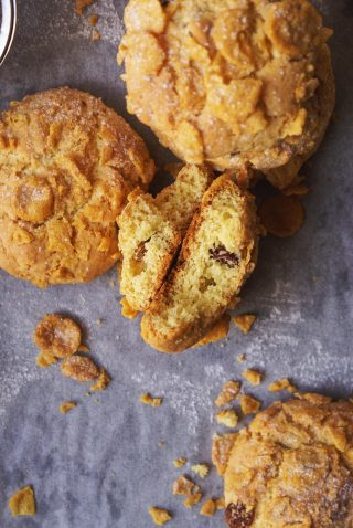 Biscotti con corn flakes e uvetta