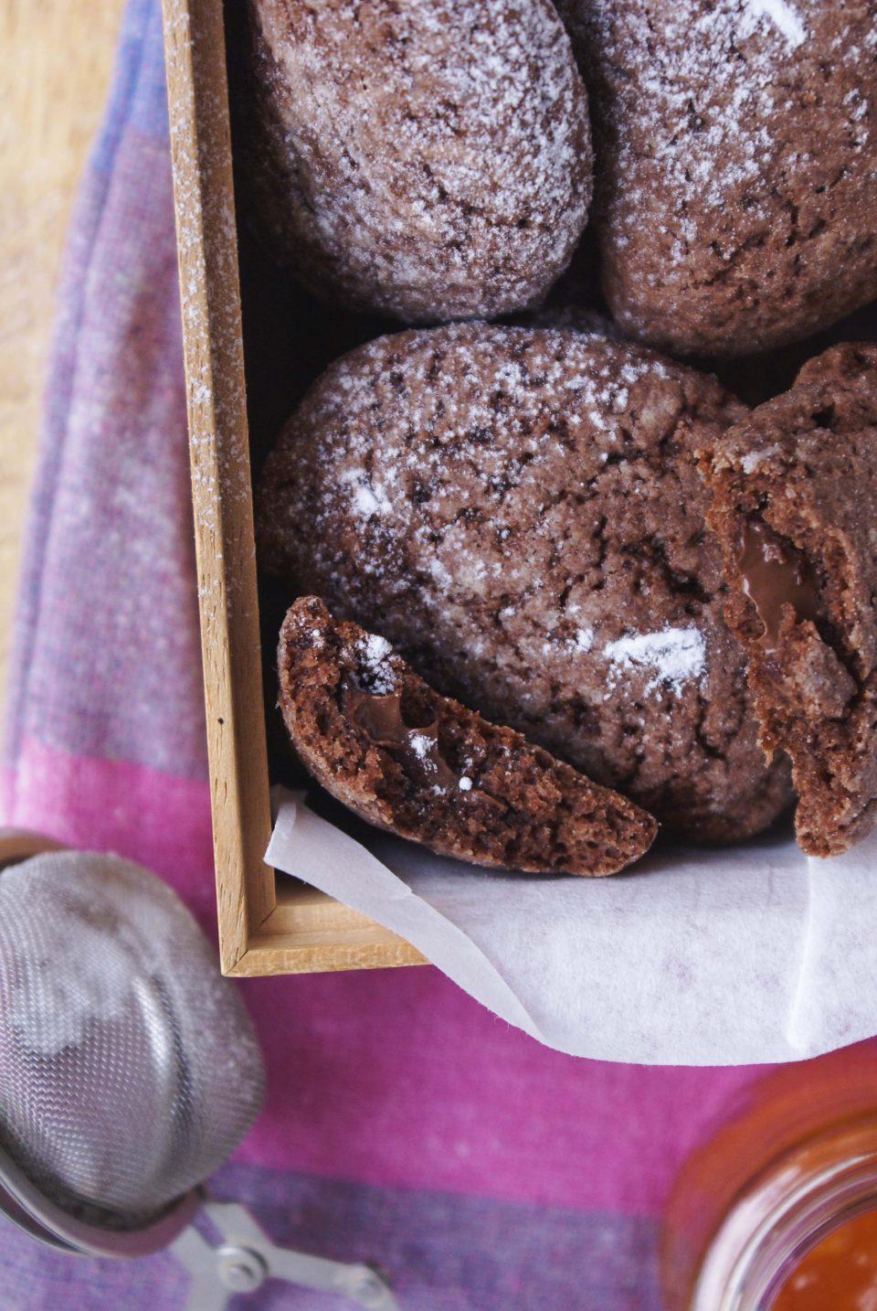 Biscotti alla Nutella ripieni con zucchero a velo