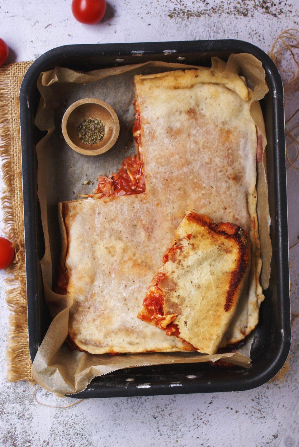 Rustico senza glutine con pomodoro e formaggio filante