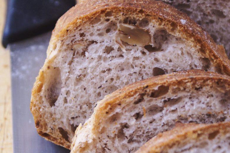 Pane senza glutine con grano saraceno e noci